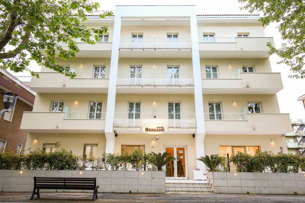 Hotel 3 stelle Miramare: Hotel Bergamo, albergo vicino al mare di Rimini